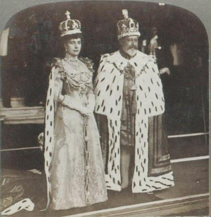 Queen_Alexandra_and_King_Edward_VII_in_Coronation_Robes.jpg