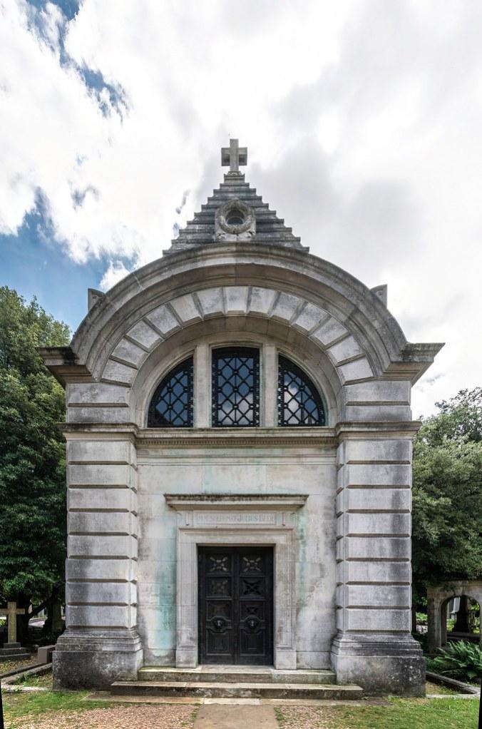 Julius Beer Mausoleum.jpg